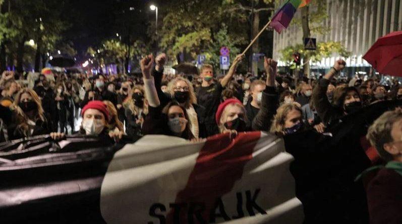 Против одлуката на Уставниот суд на Полска